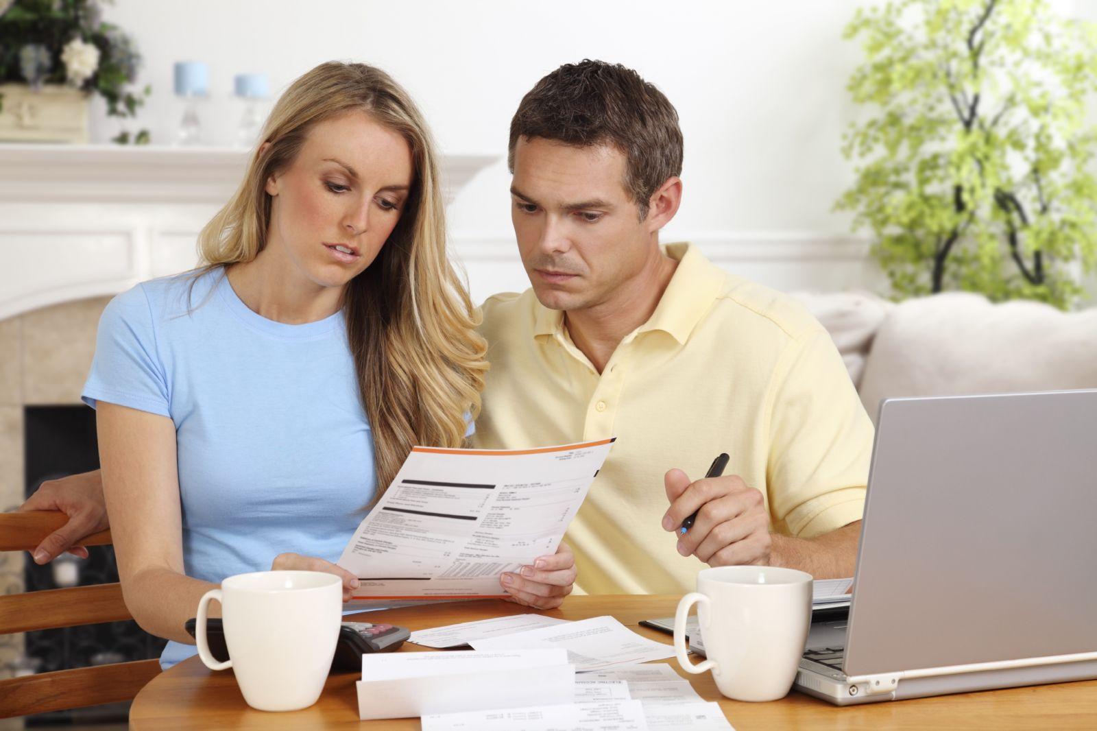 Семейная пара планирует финансы