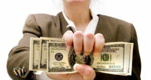 Девушка с долларами