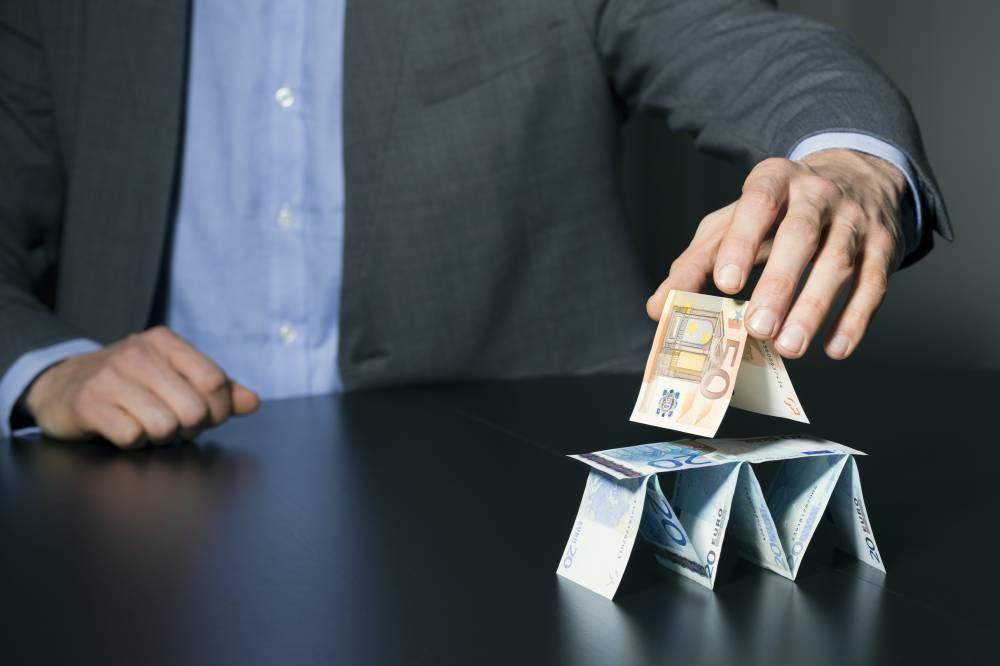 Пирамида из купюр
