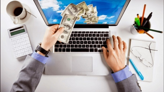 Деньги вылетают из ноутбука