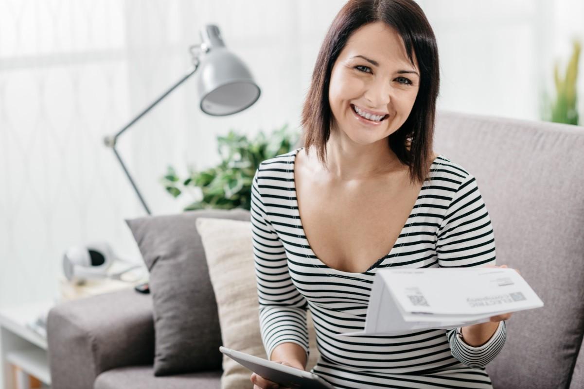 Девушка с документом