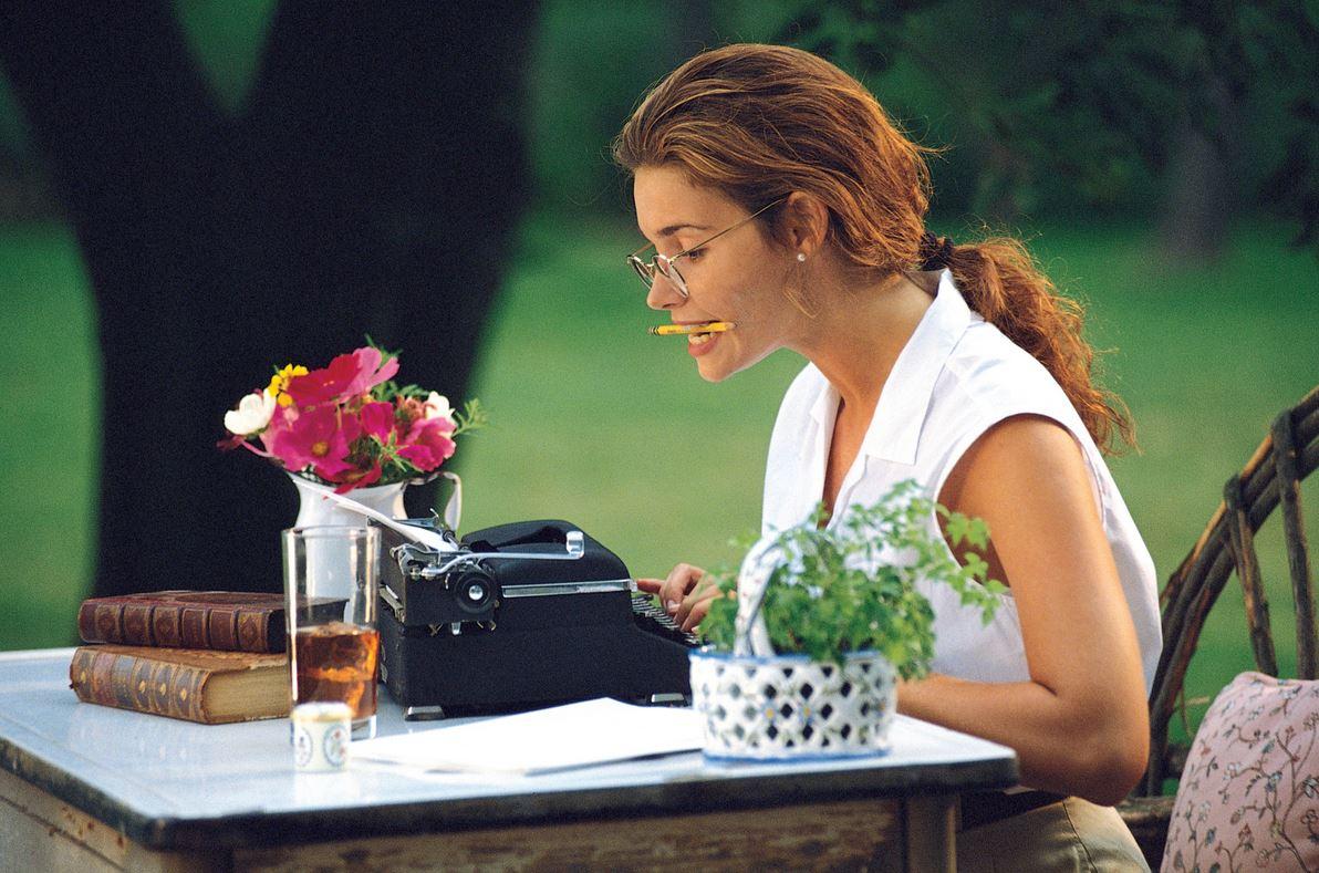 Женщина за печатной машинкой
