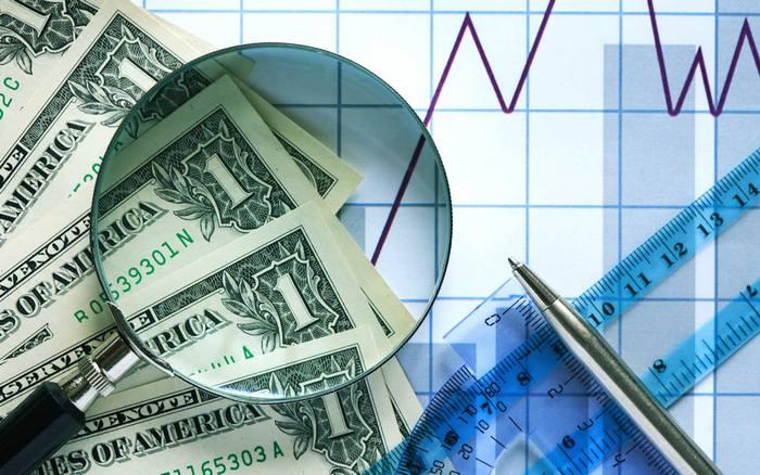 Доллары по увеличительным стеклом