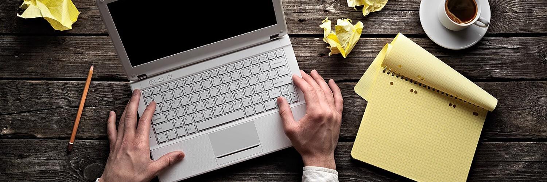 Ноутбук и блокнот