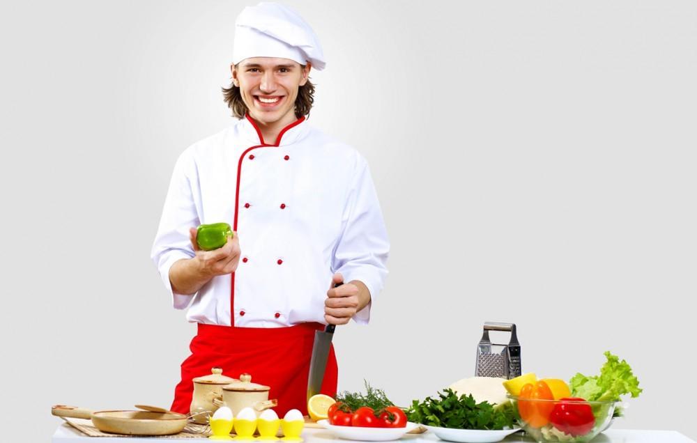 Повар собирается готовить обед