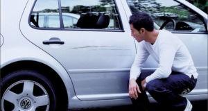 Мужчина с машиной