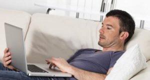 Мужчина в интернете