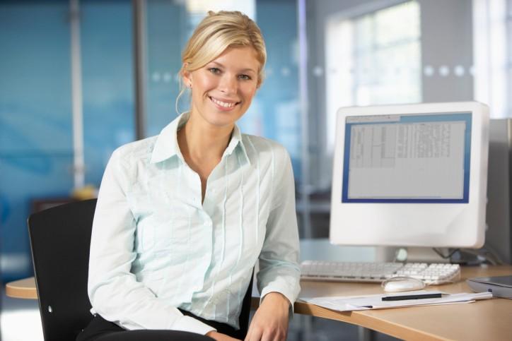 Женщина у компьютера