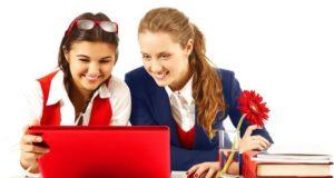 Девочки и ноутбук