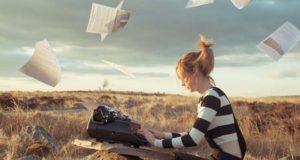 Девушка-копирайтер