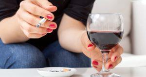 Бокал вина и сигарета